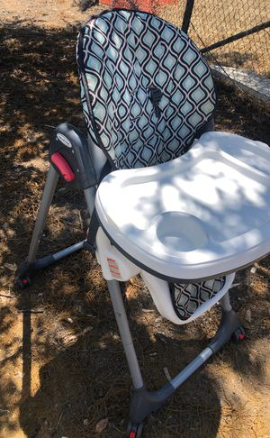 BABY TREND HIGH CHAIR in perfect working condition with free cabinet safety locks for Sale in San Diego, CA