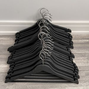 23 pk Rubber Non Slip Hangers for Sale in Prospect Heights, IL