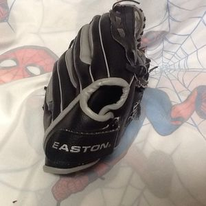 "Easton 2 Flex Youth RHT 9.5"" T Ball Baseball Softball Glove EKP 9500 for Sale in Seattle, WA"