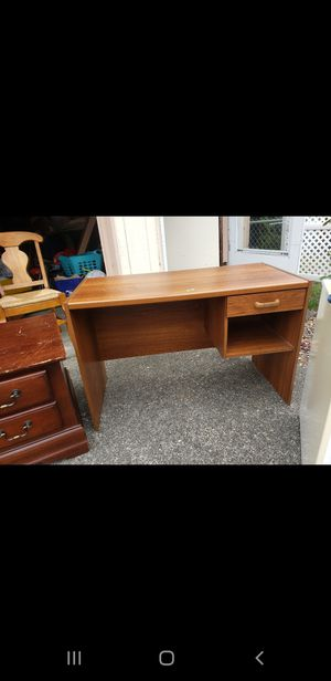 Nice sturdy desk. In good condition! for Sale in Tacoma, WA
