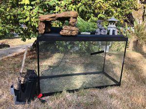 25 gallon aquarium/terrarium for Sale in Tacoma, WA