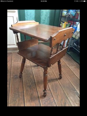 Baumritter Furniture Antique End Table for Sale in Cleveland, OH