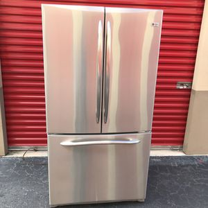 Ge Refrigerator Stainless Steel Good Condition Everything Whorks Fine for Sale in Lantana, FL