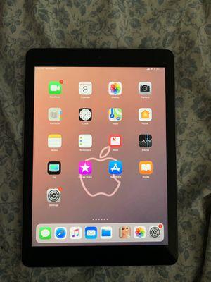 Apple IPad 6th gen 32gb for Sale in Deerfield Beach, FL