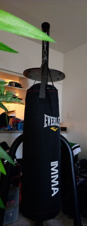 EVERLAST Punching Bag MMA Set BOXING Speed Base GLOVES for Sale in Dallas, TX