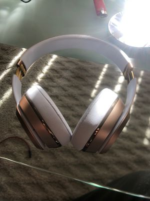 Mint Gold Beats Solo 3s for Sale in Niles, IL