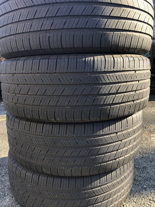 Set 4 usted tire 225/55R18 MICHELIN one used tire have two patch set 4 used tire $140
