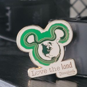 Disneyland Pins (Love The Land) for Sale in Fontana, CA