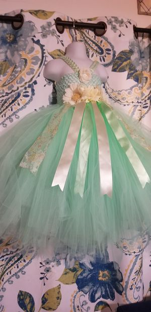 Flower girl dress mint green and ivory size 1-2T for Sale in Paramount, CA