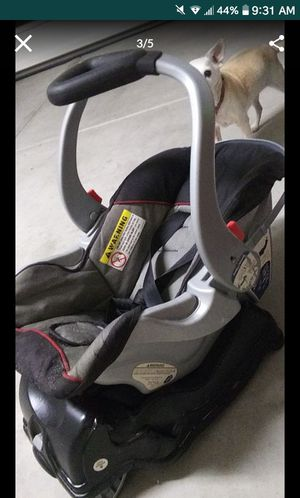 Infant carseat plus base for Sale in Lake Elsinore, CA