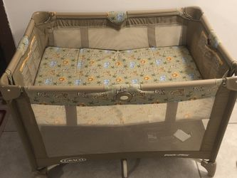 Graco Pack'n Play Portable Playard for Sale in Queens,  NY