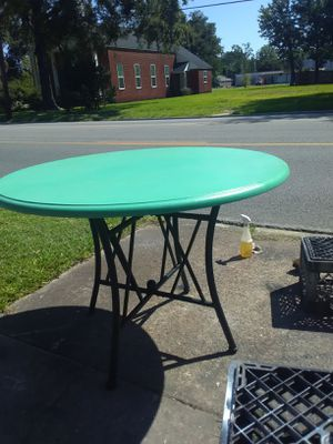 Round table1 for Sale in Beaumont, TX