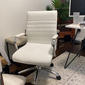 MODERN OFFICE SWIVEL CHAIR for Sale in Kent, WA