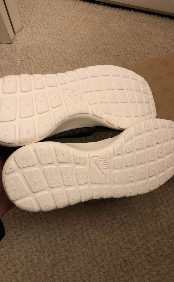 "Nike Rosherun ""iguana"" brand new size 9.5"