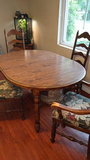 Kitchen table with leaf. for Sale in Tampa, FL