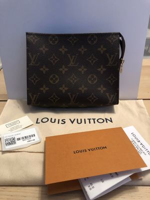 Louis Vuitton Toiletry Pouch 19 for Sale in Los Angeles, CA