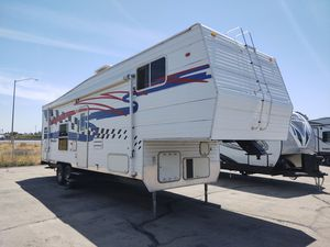 Used 2005 Fifth Wheel Toy Hauler for Sale in Tulare, CA