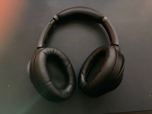 Sony wh1000mx3 noise canceling headphones bluetooth for Sale in Tampa, FL