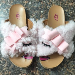 UGG pink fuzzy summer sandals slippers size 1 for Sale in Redondo Beach, CA