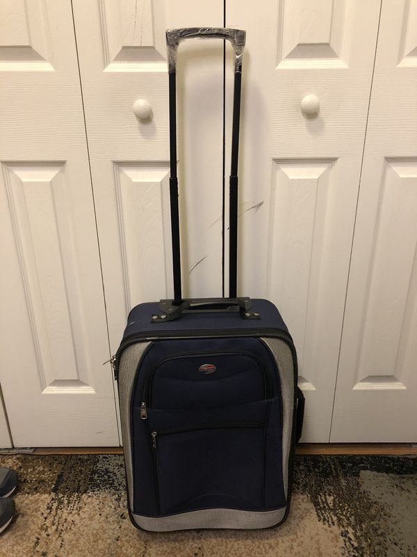 "22"" suitcase with wheels"