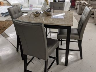 Counter Height Singing Room Table for Sale in Tampa,  FL