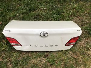 Rear trunk for Toyota Avalon White colour for Sale in Douglasville, GA