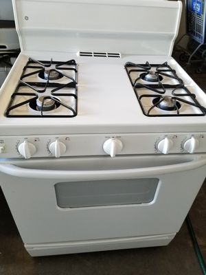 """GE 30"""" GAS range with oven works great fully functional very clean for Sale in Hawaiian Gardens, CA"""