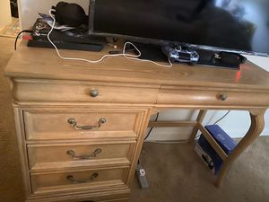 Solid Wood Lexington 5 drawers Desk in Excellent Conditions Asking $100. Obo today for Sale in Highland Beach, FL