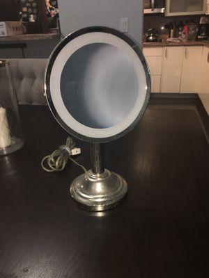 Light up makeup vanity mirror for Sale in Miami, FL