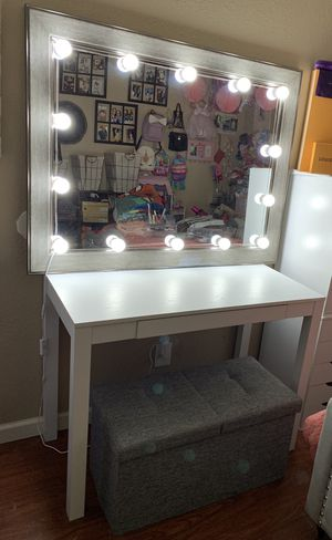Vanity set with ottoman ✨ for Sale in Fresno, CA