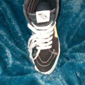 Vans Black Yellow And White 6.5 Van for Sale in Lynn, MA
