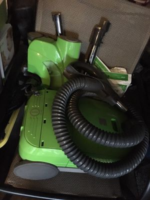 Kenmore Pet Friendly Lightweight Bagged Canister Vacuum with Extended Telescoping Wand, HEPA, Retractable Cord, and Cleaning Tools for Sale in Lakewood, CA