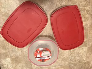 Three kitchen storage containers with lid for Sale in Cranberry Township, PA