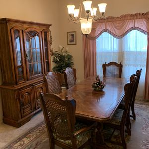 Dining room & China Cabinet (set) for Sale in San Marcos, CA