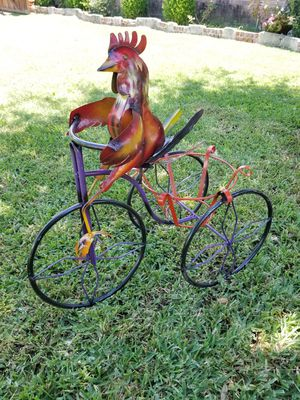 Rooster Metal Plant Stand (Yard Art) for Sale in Wylie, TX