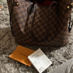 Louis Vuitton MM Purse for Sale in Washington,  DC