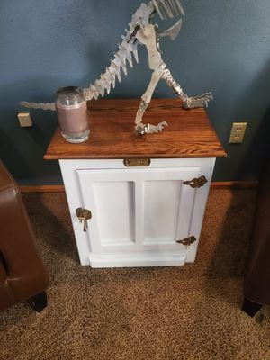 End table for Sale in Clackamas, OR