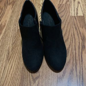 Free Booties Size 8 for Sale in East Los Angeles, CA