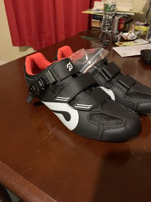 42-NO CLEATS!!!!!!!!!NEW PELOTON SPIN SHOES SIZE 42 for Sale in Newark, NJ