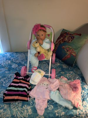 Lee Middleton Baby Doll 18 inches come with everything in photo. Gently used. for Sale in Dunedin, FL