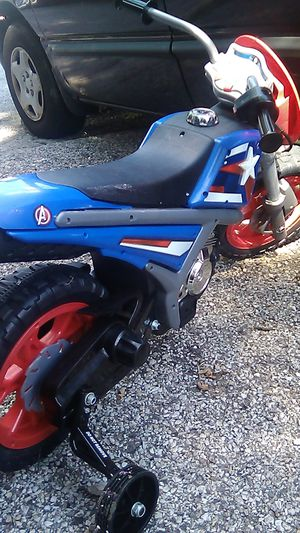 Nice Captain America kids Electric motorcycle with charger$50 for Sale in East St. Louis, IL