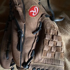 Softball glove for Sale in Houston, TX