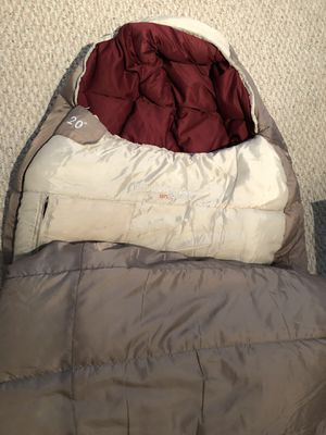 Field & Stream XL sleeping bag. 20 degrees F. for Sale in Naperville, IL