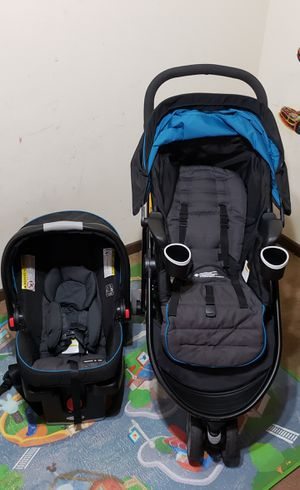 Graco stroller, base, car seat-like new Barley Used for Sale in Rochester, NY