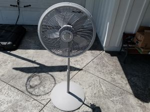 "20"" Lasko Pedestal 3 speed Oscillating electric Fan 36"" to 54"" adjustable height Gray for Sale in Los Nietos, CA"