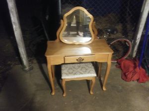 Make up table for Sale in Huntington, IN