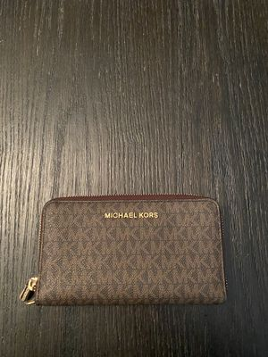 MICHAEL KORS LOGO WALLET - REAL AUTHENTIC / NEW for Sale in Ontario, CA