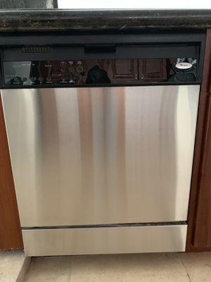 Whirlpool dishwasher for Sale in Miami, FL