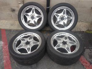 5 lug multipattern 22 inch chrome rims Dodge, Ford or chevy trucks for Sale in Montebello, CA