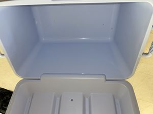 Rubbermaid 48 QT Cooler for Sale in Tacoma, WA